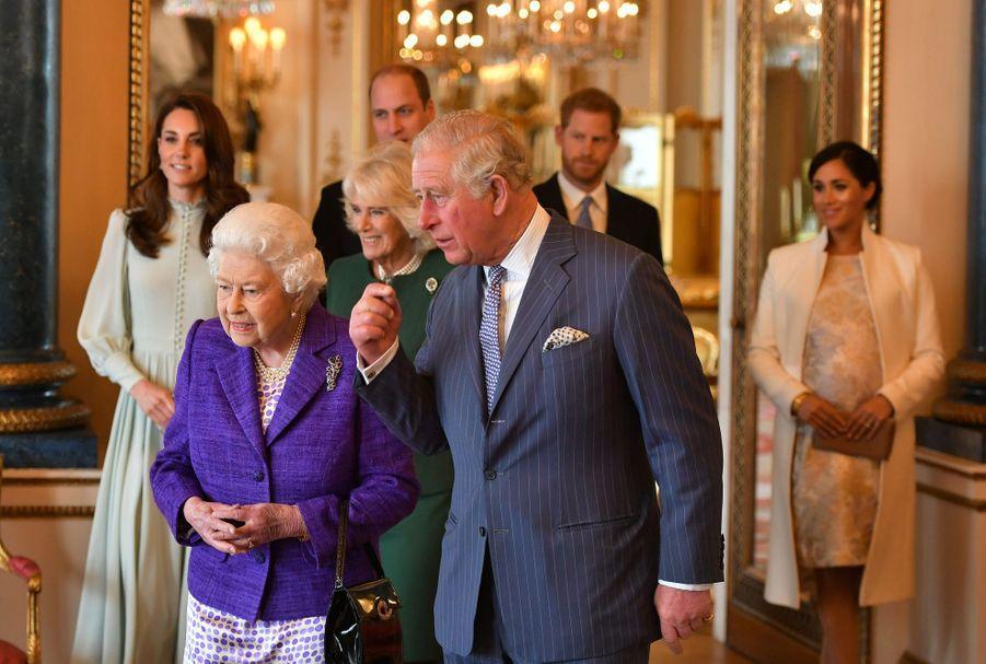 Kate Middleton, la reine Elizabeth II, le prince Charles et son épouse Camilla, duchesse de Cornouailles, le prince William, le prince Harry et Meghan Markleà la réception tenuepour les 50 ans de l'investiture du prince de Galles au palais de Buckingham le 5 mars 2019