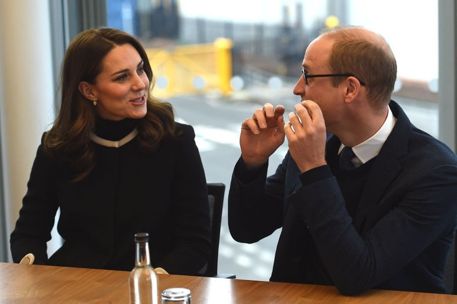 Kate Middleton Et Le Prince William À L'usine Jaguar Land Rover De Solihull 11