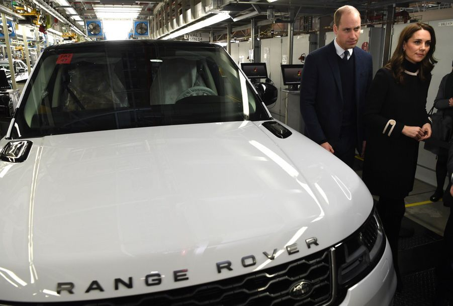 Kate Middleton Et Le Prince William À L'usine Jaguar Land Rover De Solihull 13