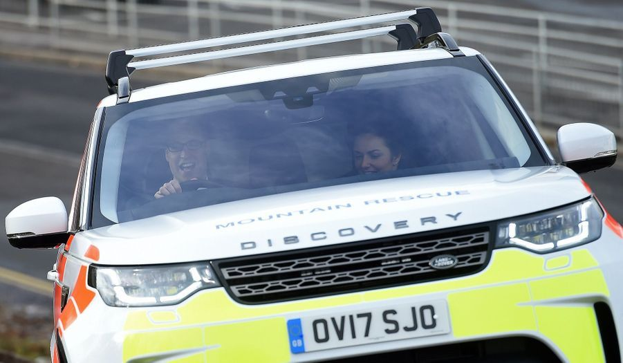 Kate Middleton Et Le Prince William À L'usine Jaguar Land Rover De Solihull 15