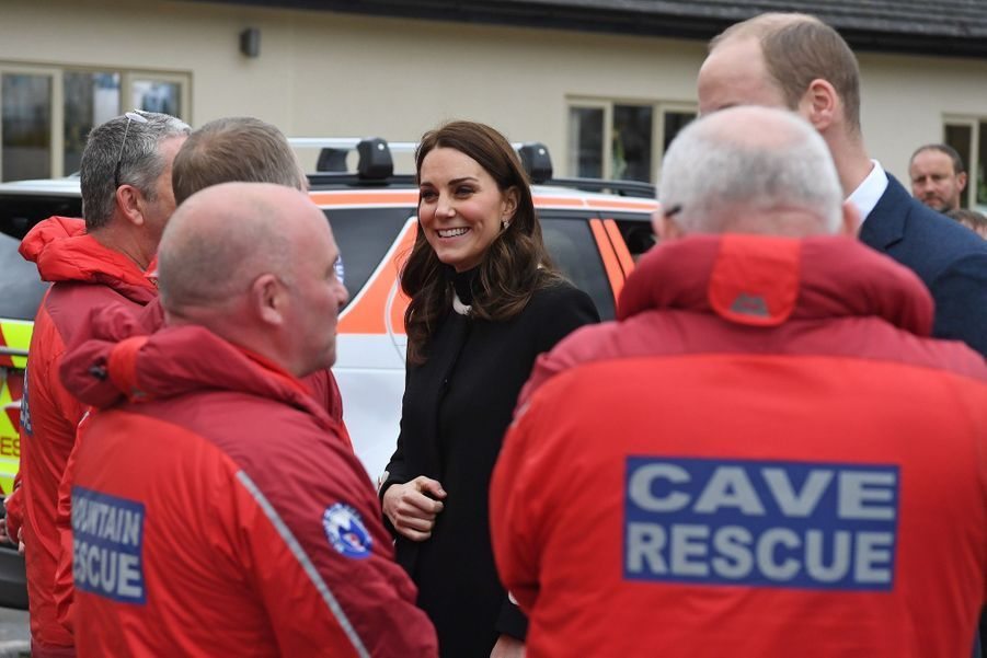 Kate Middleton Et Le Prince William À L'usine Jaguar Land Rover De Solihull 17