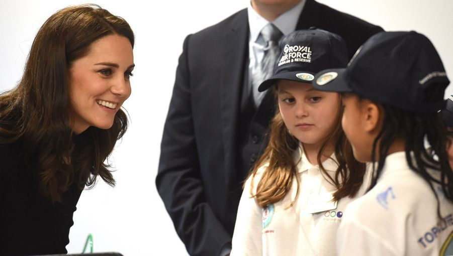 Kate Middleton Et Le Prince William À L'usine Jaguar Land Rover De Solihull 18