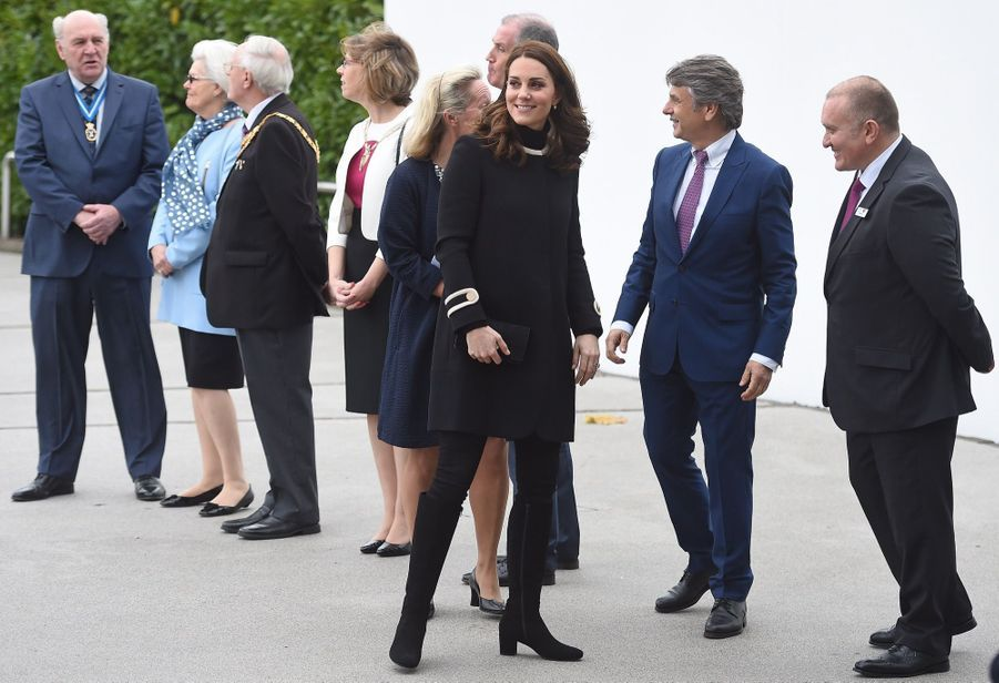 Kate Middleton Et Le Prince William À L'usine Jaguar Land Rover De Solihull 9