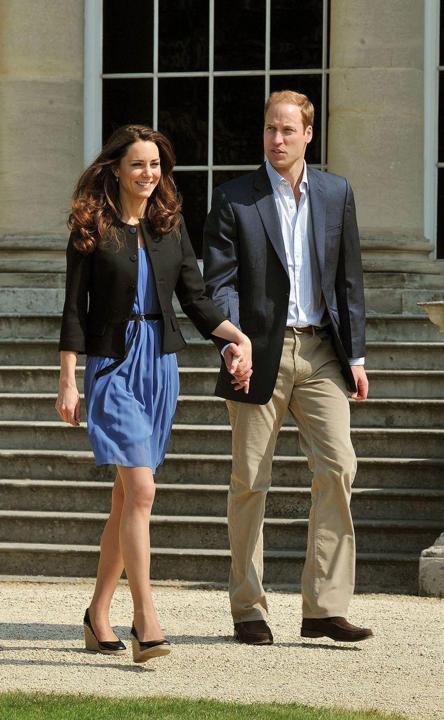 Kate Middleton et le prince William au lendemain de leur mariage à Buckingham Palace le 30 avril 2011