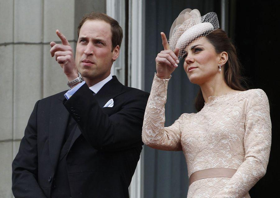Kate Middleton et le prince William lors des célébrations dujubilé de diamant de la reine Élisabeth II à Londres en juin 2012