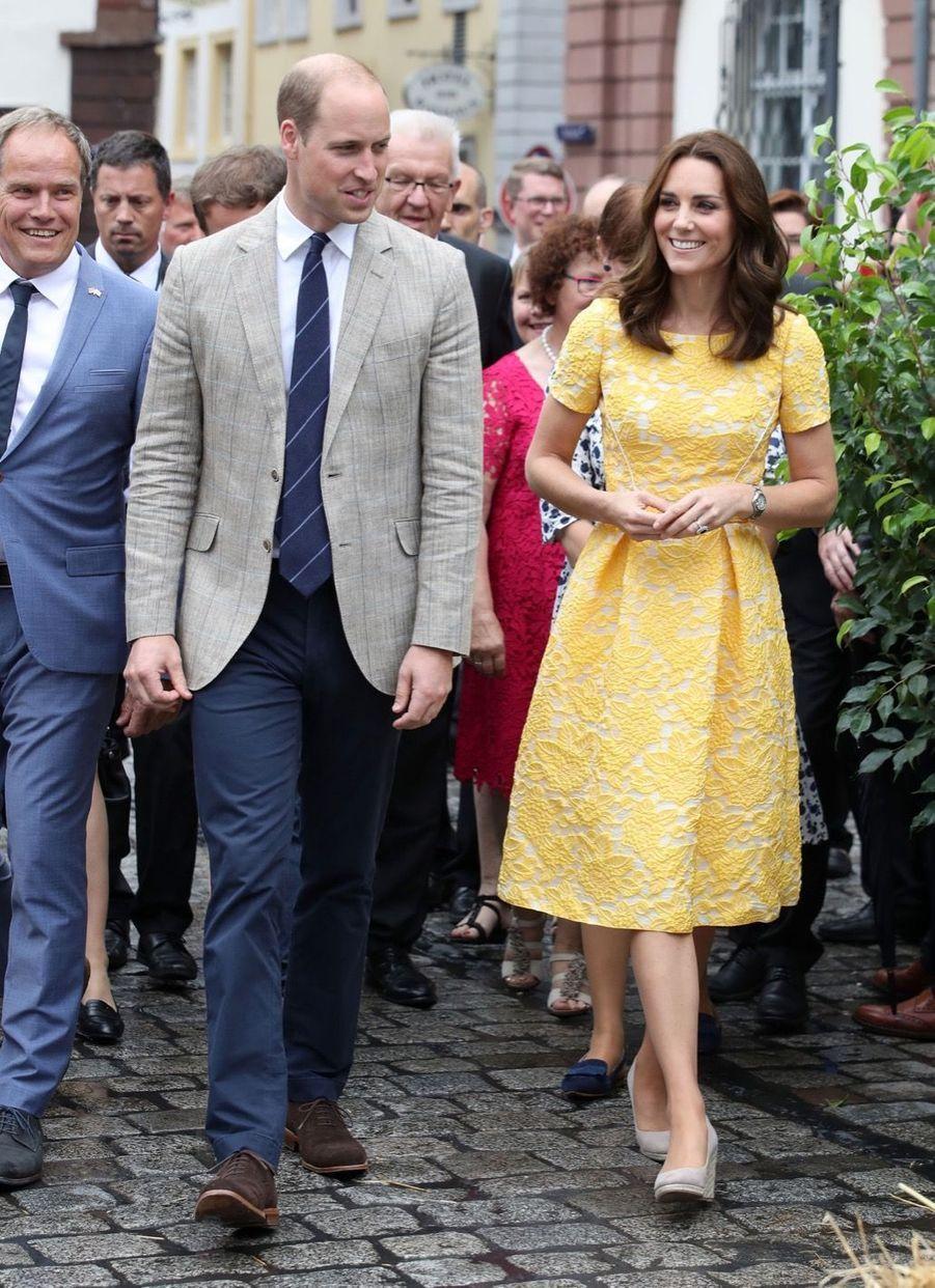 Kate Middleton Et Le Prince William En Visite Au Marché Central De Heidelberg, En Allemagne 1