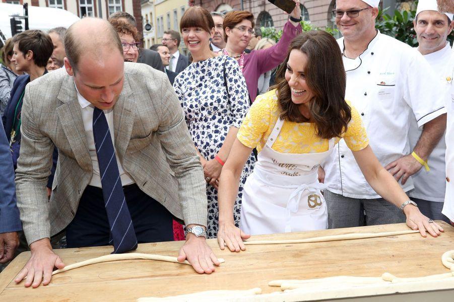 Kate Middleton Et Le Prince William En Visite Au Marché Central De Heidelberg, En Allemagne 10
