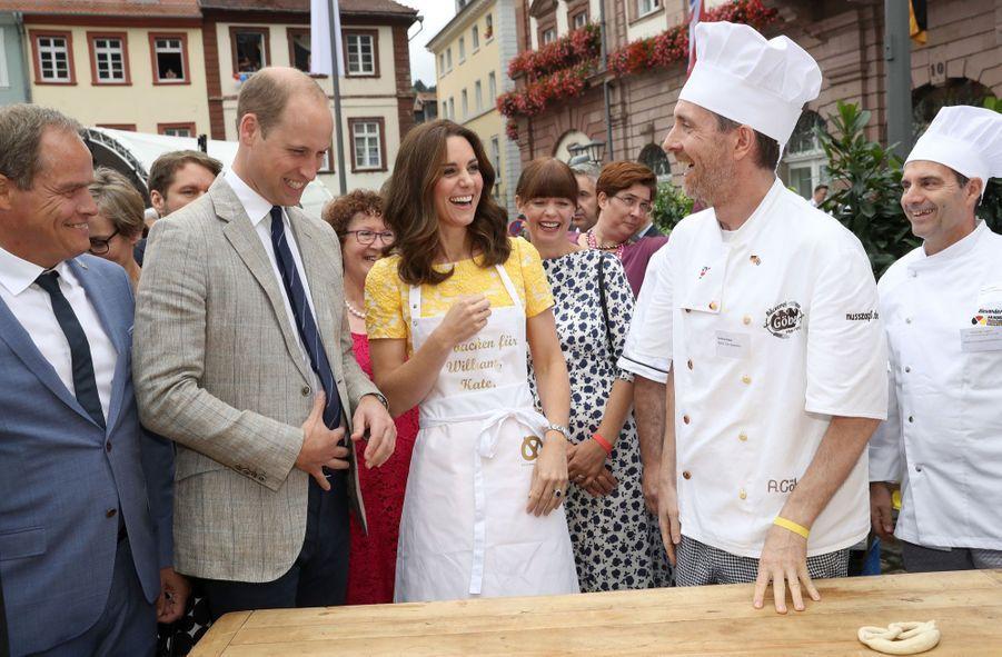 Kate Middleton Et Le Prince William En Visite Au Marché Central De Heidelberg, En Allemagne 13