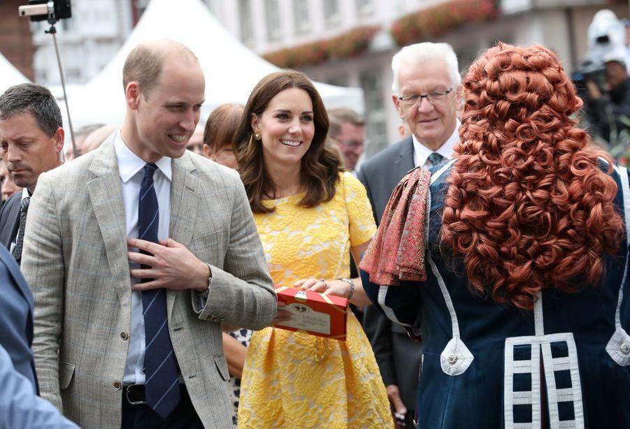 Kate Middleton Et Le Prince William En Visite Au Marché Central De Heidelberg, En Allemagne 16