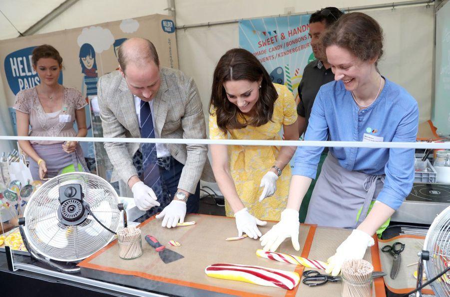 Kate Middleton Et Le Prince William En Visite Au Marché Central De Heidelberg, En Allemagne 18