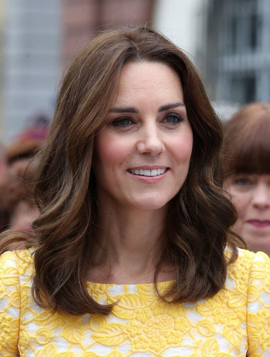 Kate Middleton Et Le Prince William En Visite Au Marché Central De Heidelberg, En Allemagne 20