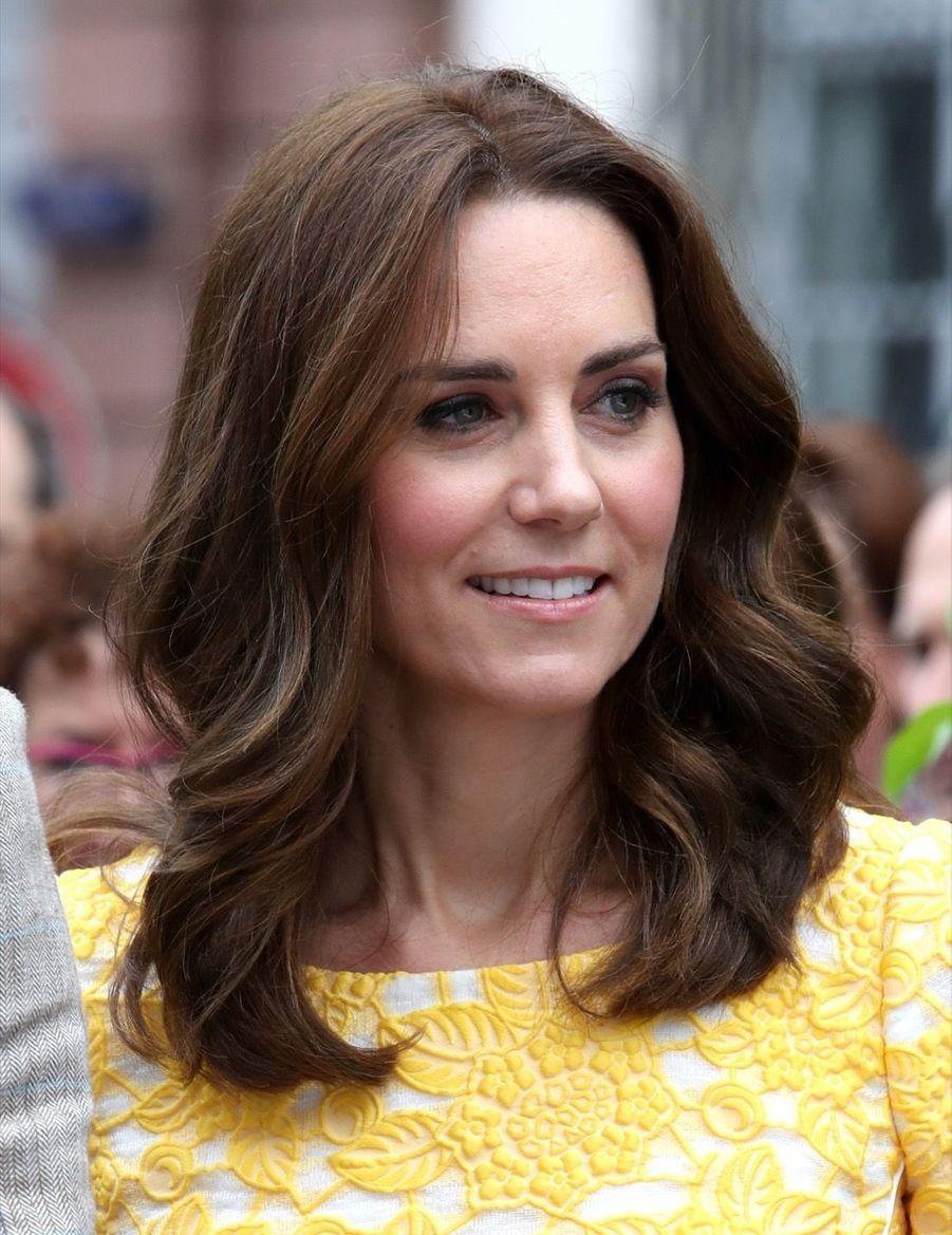 Kate Middleton Et Le Prince William En Visite Au Marché Central De Heidelberg, En Allemagne 21