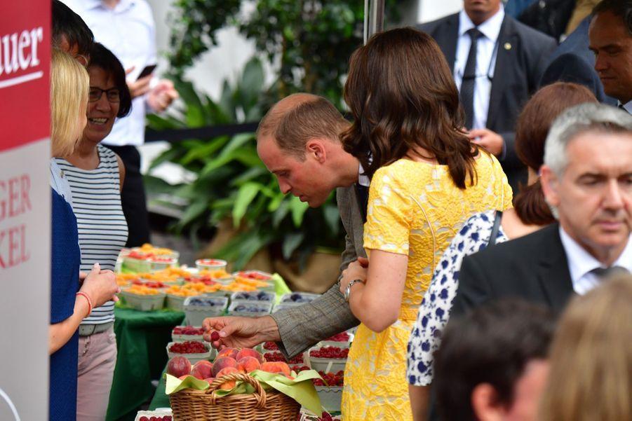 Kate Middleton Et Le Prince William En Visite Au Marché Central De Heidelberg, En Allemagne 22