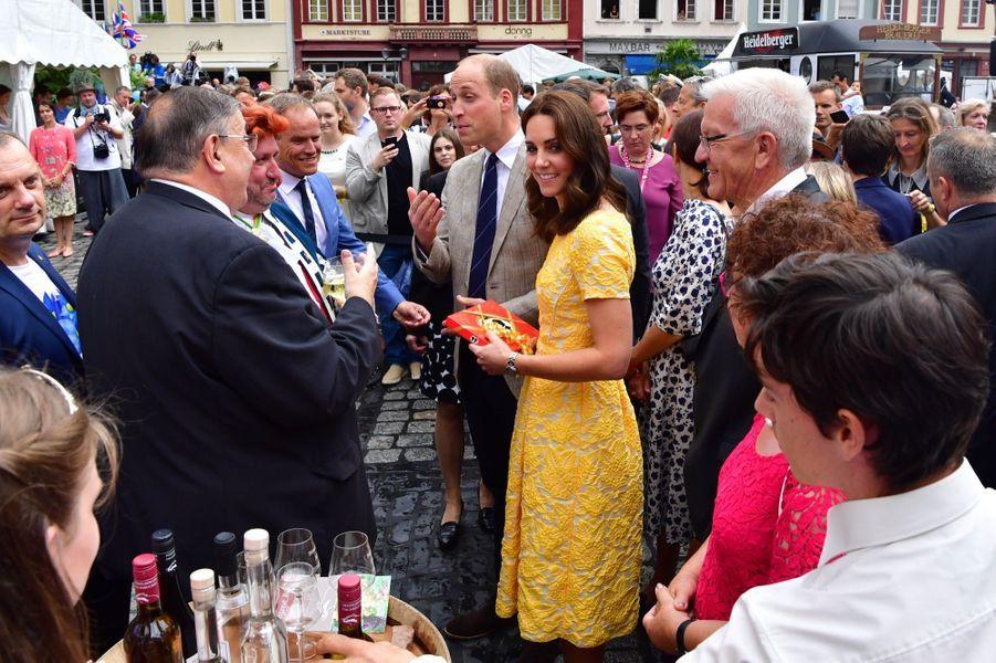 Kate Middleton Et Le Prince William En Visite Au Marché Central De Heidelberg, En Allemagne 23