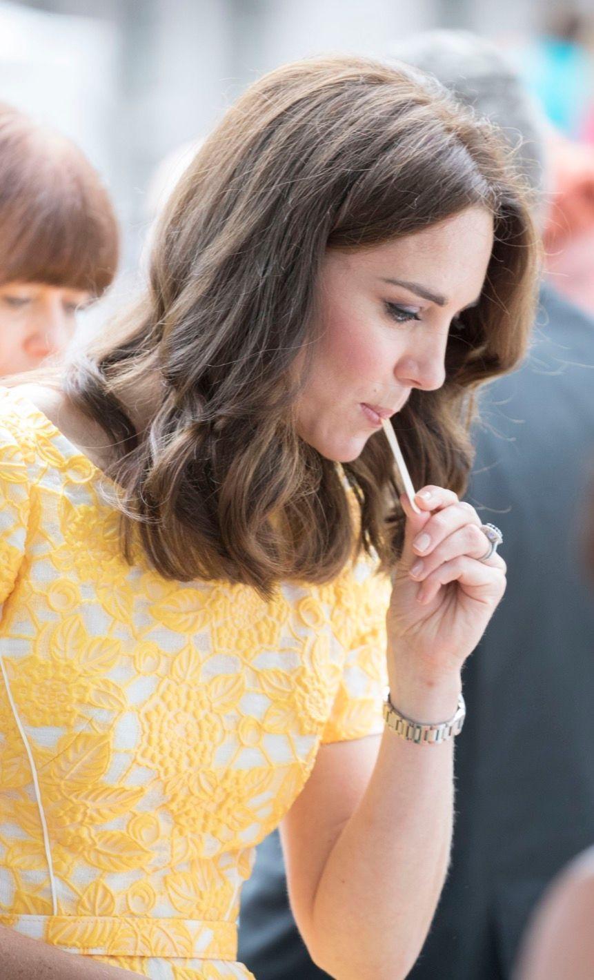Kate Middleton Et Le Prince William En Visite Au Marché Central De Heidelberg, En Allemagne 26