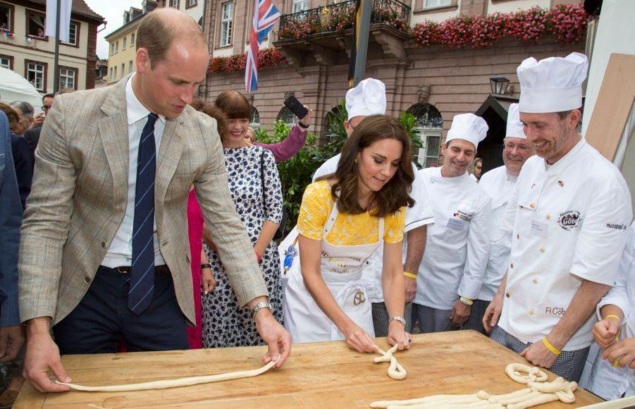 Kate Middleton Et Le Prince William En Visite Au Marché Central De Heidelberg, En Allemagne 28