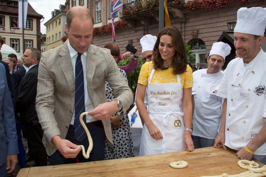 Kate Middleton Et Le Prince William En Visite Au Marché Central De Heidelberg, En Allemagne 29