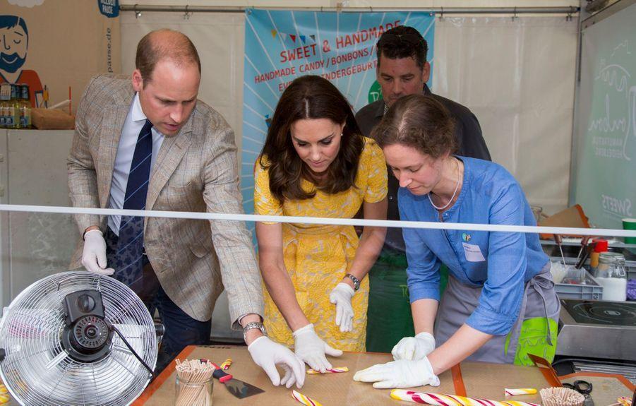 Kate Middleton Et Le Prince William En Visite Au Marché Central De Heidelberg, En Allemagne 31