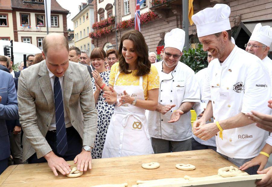 Kate Middleton Et Le Prince William En Visite Au Marché Central De Heidelberg, En Allemagne 7