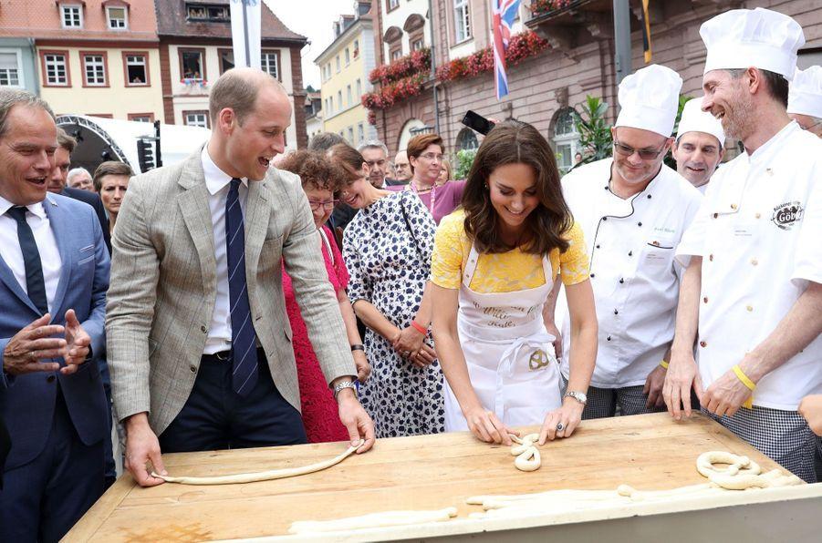 Kate Middleton Et Le Prince William En Visite Au Marché Central De Heidelberg, En Allemagne 9