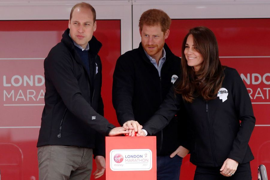 Kate, William et Harry lancent le Marathon de Londres, le 23 avril 2017.