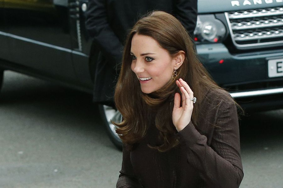 11 La Duchesse De Cambridge, Née Kate Middleton, En Visite Dans Une Association De Familles D'accueil