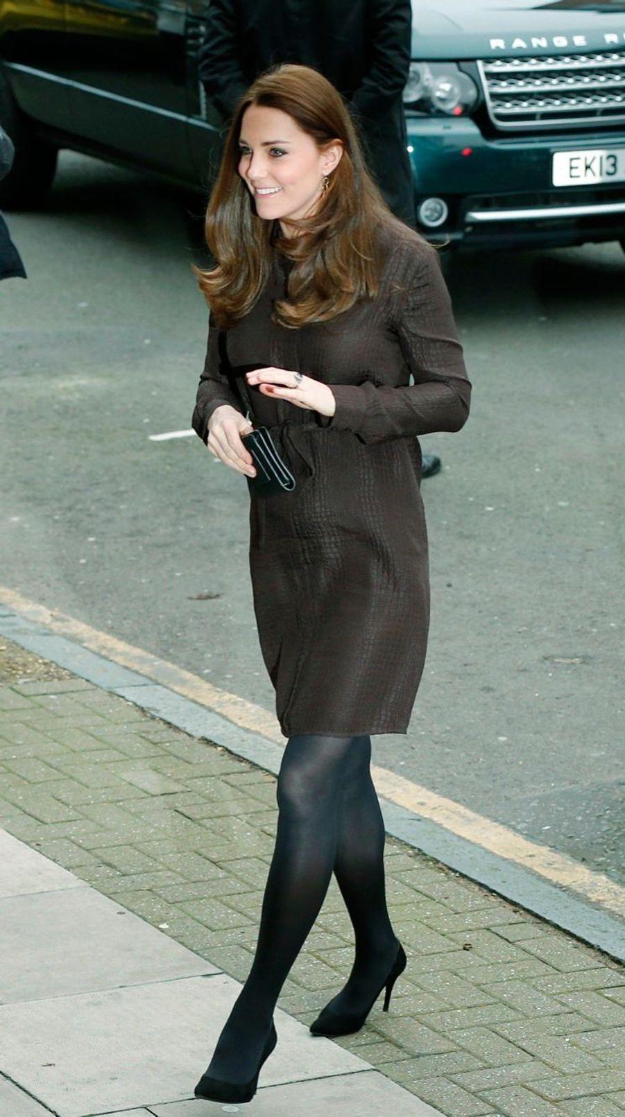 13 La Duchesse De Cambridge, Née Kate Middleton, En Visite Dans Une Association De Familles D'accueil