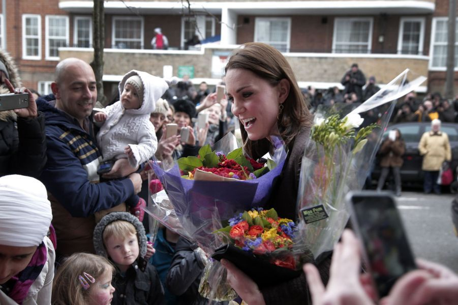15 La Duchesse De Cambridge, Née Kate Middleton, En Visite Dans Une Association De Familles D'accueil