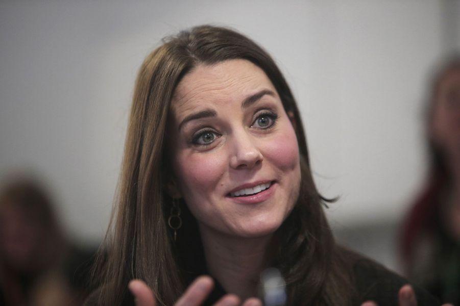 21 La Duchesse De Cambridge, Née Kate Middleton, En Visite Dans Une Association De Familles D'accueil