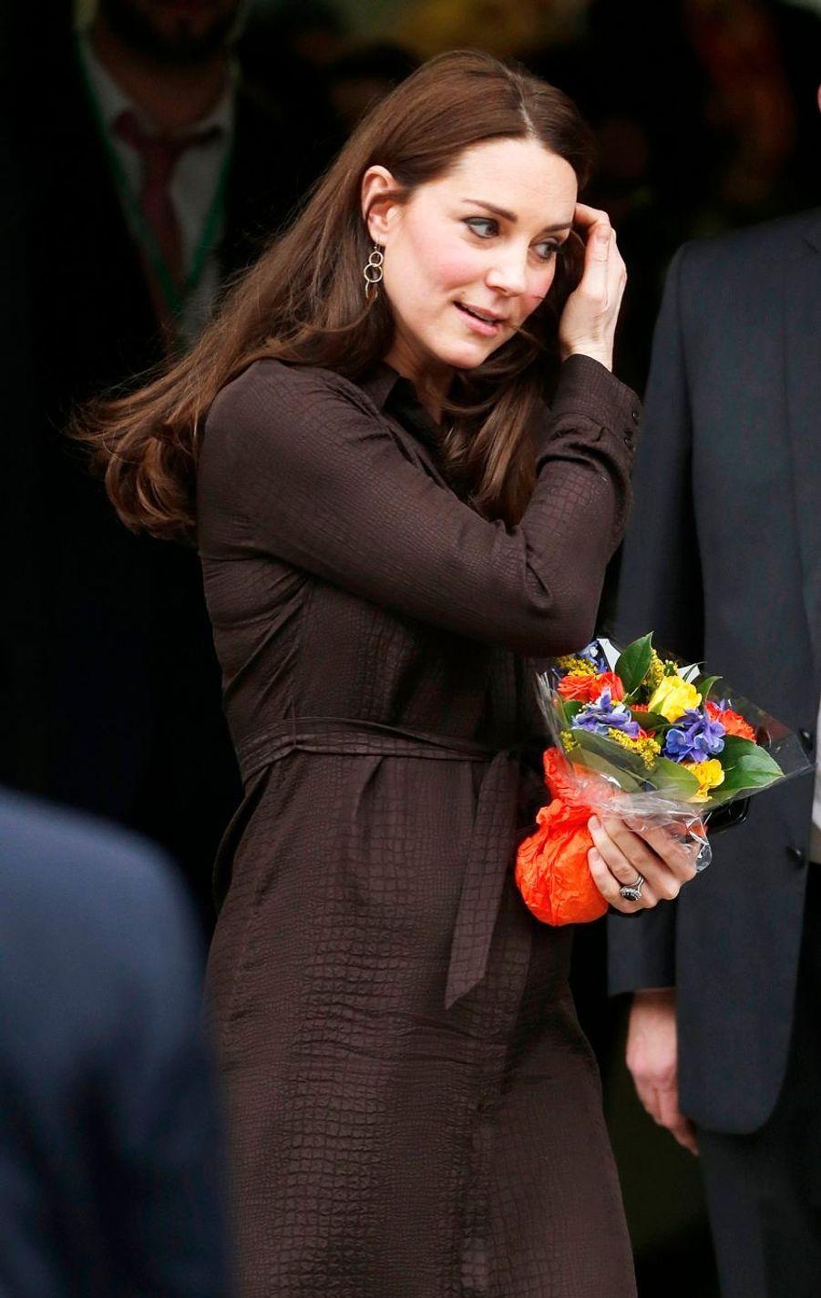25 La Duchesse De Cambridge, Née Kate Middleton, En Visite Dans Une Association De Familles D'accueil
