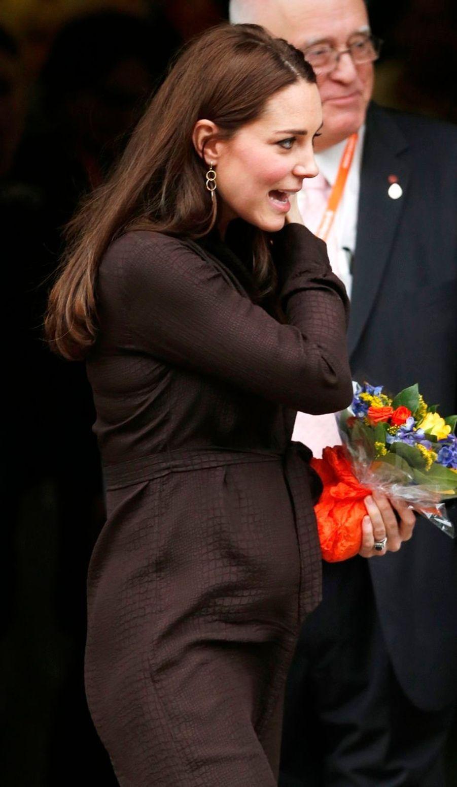 26 La Duchesse De Cambridge, Née Kate Middleton, En Visite Dans Une Association De Familles D'accueil