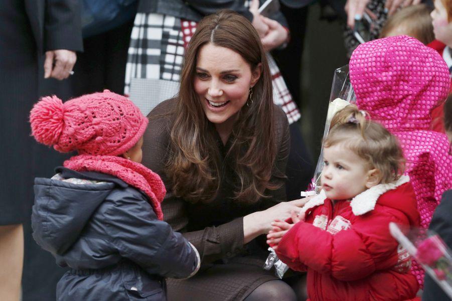 27 La Duchesse De Cambridge, Née Kate Middleton, En Visite Dans Une Association De Familles D'accueil