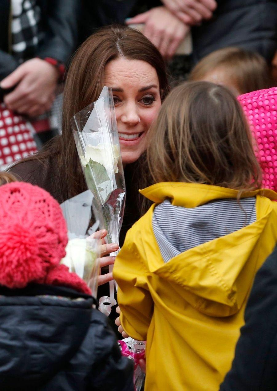 31 La Duchesse De Cambridge, Née Kate Middleton, En Visite Dans Une Association De Familles D'accueil