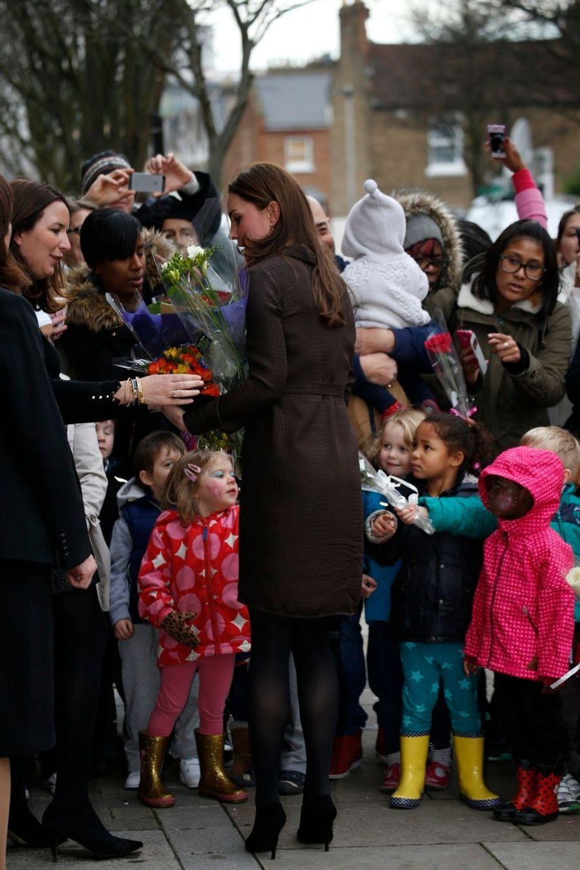 32 La Duchesse De Cambridge, Née Kate Middleton, En Visite Dans Une Association De Familles D'accueil