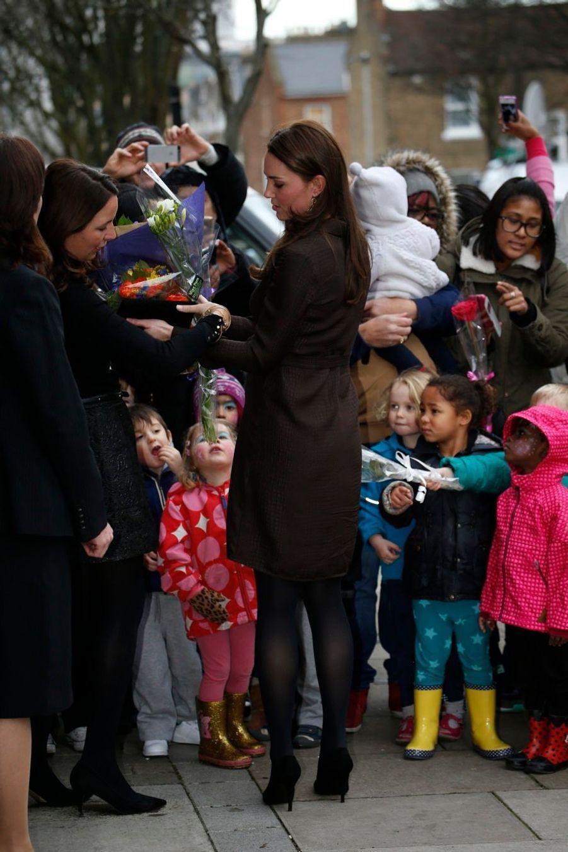 33 La Duchesse De Cambridge, Née Kate Middleton, En Visite Dans Une Association De Familles D'accueil