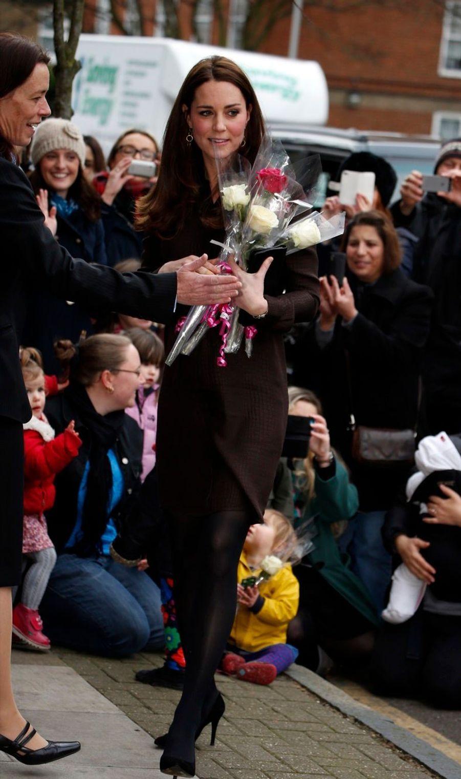 35 La Duchesse De Cambridge, Née Kate Middleton, En Visite Dans Une Association De Familles D'accueil