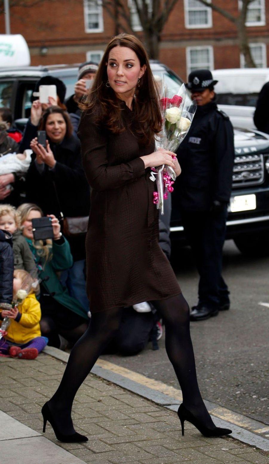 36 La Duchesse De Cambridge, Née Kate Middleton, En Visite Dans Une Association De Familles D'accueil