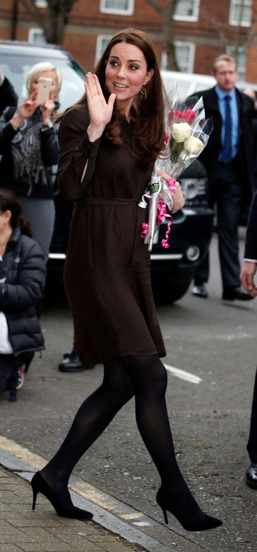 37 La Duchesse De Cambridge, Née Kate Middleton, En Visite Dans Une Association De Familles D'accueil
