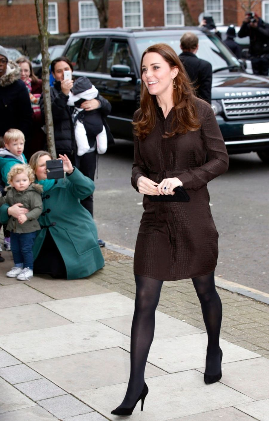 5 La Duchesse De Cambridge, Née Kate Middleton, En Visite Dans Une Association De Familles D'accueil