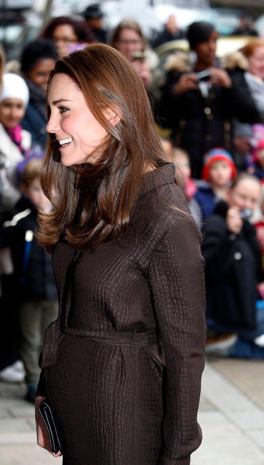 6 La Duchesse De Cambridge, Née Kate Middleton, En Visite Dans Une Association De Familles D'accueil