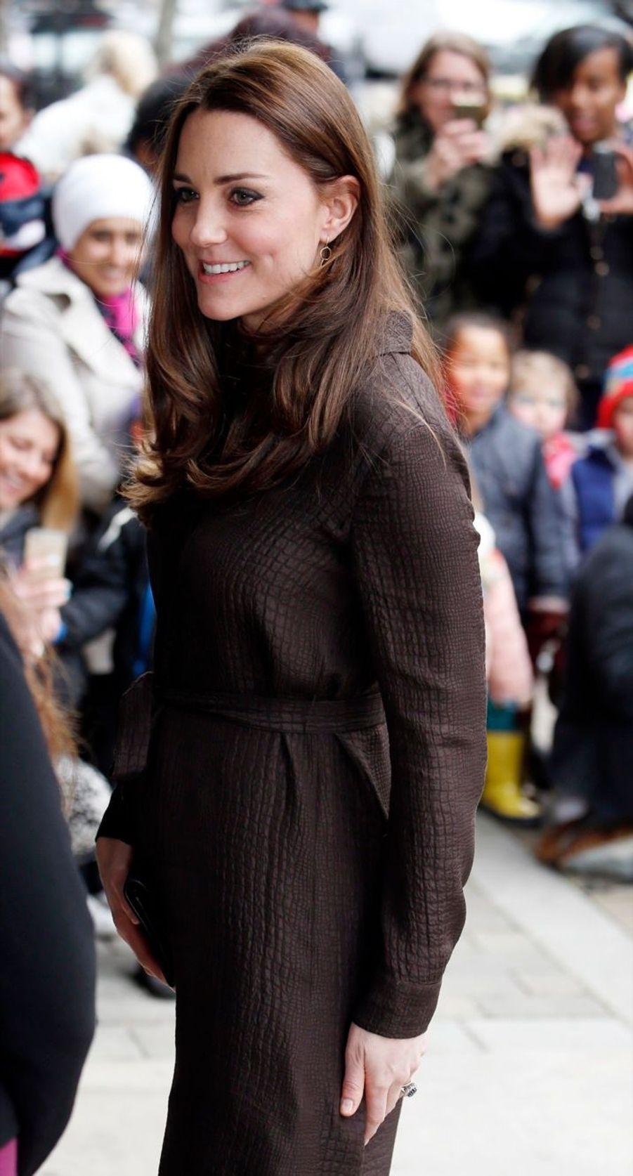 7 La Duchesse De Cambridge, Née Kate Middleton, En Visite Dans Une Association De Familles D'accueil