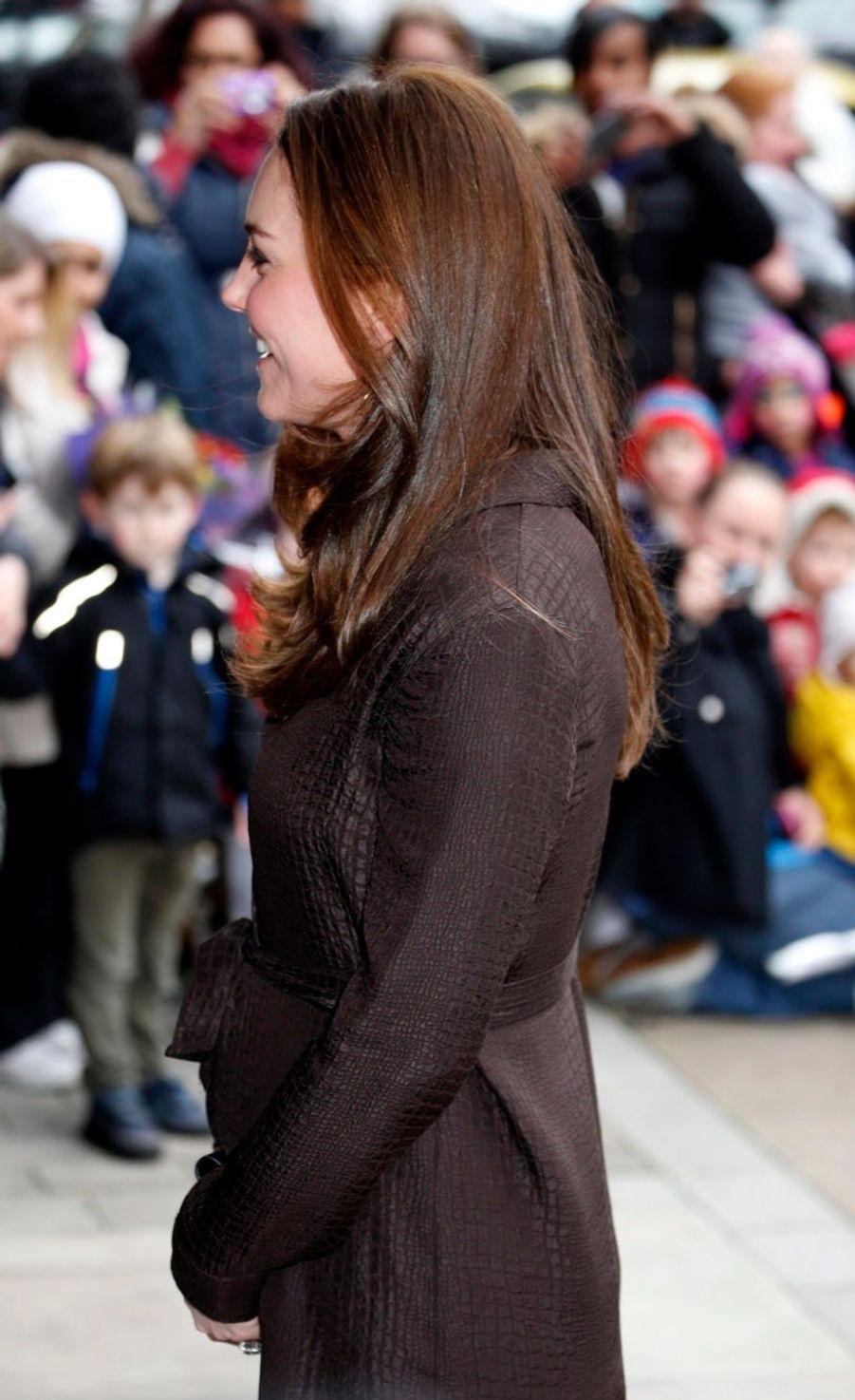 8 La Duchesse De Cambridge, Née Kate Middleton, En Visite Dans Une Association De Familles D'accueil