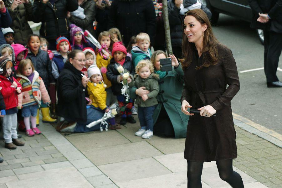 9 La Duchesse De Cambridge, Née Kate Middleton, En Visite Dans Une Association De Familles D'accueil