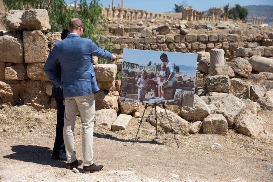 Le Prince William Et Le Prince Hussein De Jordanie En Visite Sur Le Site Archéologique De Jerash En Jordanie, Le 25 Juin 2018 ( 10