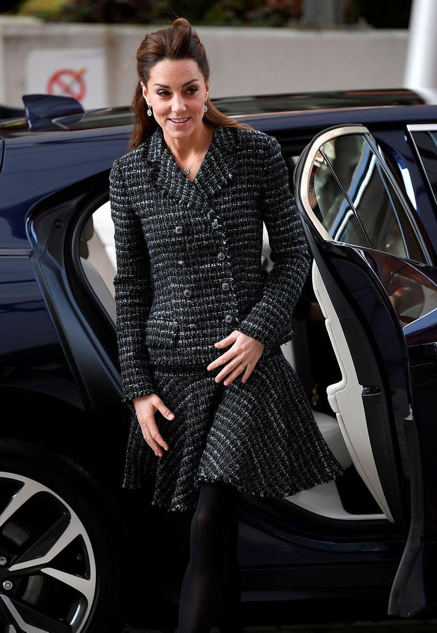 Kate Middletonarrive à un atelier organisé par le programme hospitalier de la National Portrait Gallery à l'Evelina Children's Hospital à Londres, le 28 janvier 2020.