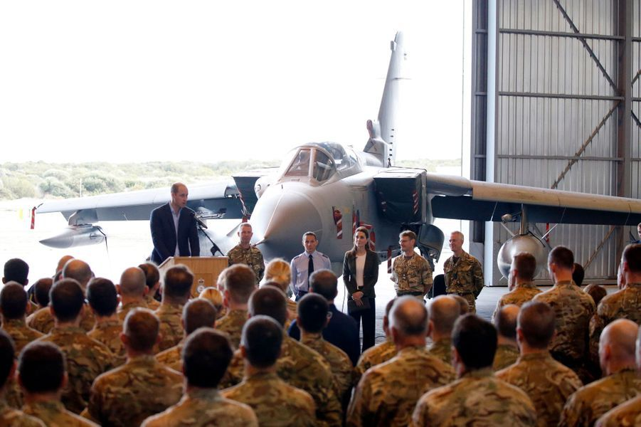 Kate Middleton, duchesse de Cambridge, et le prince William, sur une base de la RAF à Chypre le 5 décembre 2018