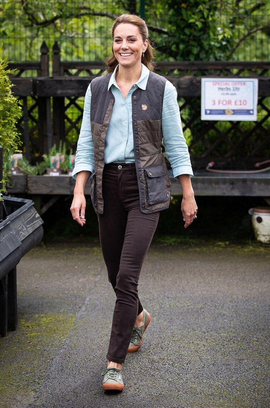 Kate Middleton visite une jardinerie àFakenham, dans le comté de Norfolk, le 19 juin 2020