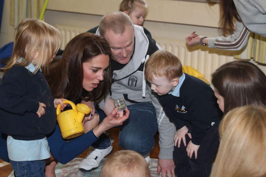 """Kate Middleton en visite au centre """"SureStart Facility"""" à Ballymena, le 28 février 2019"""