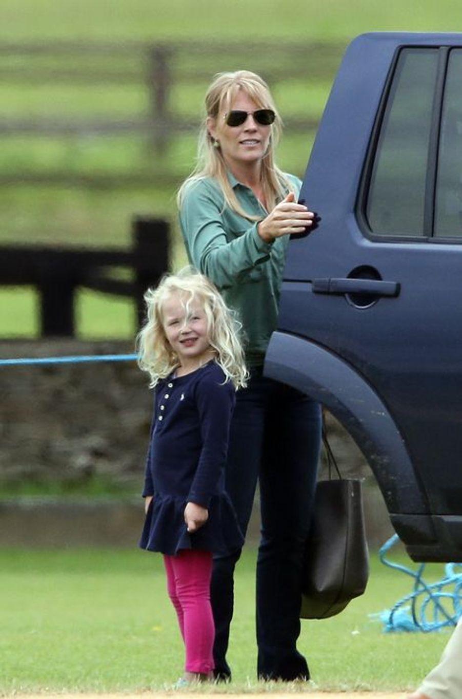 Autumn Phillips et sa fille Savannah à Tetbury, le 14 juin 2015