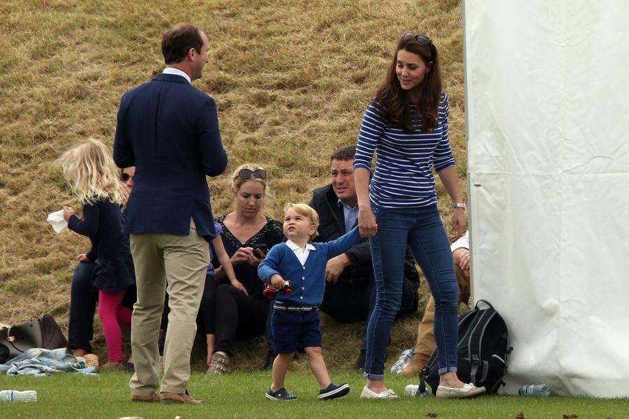 Kate avec le prince George à Tetbury, le 14 juin 2015